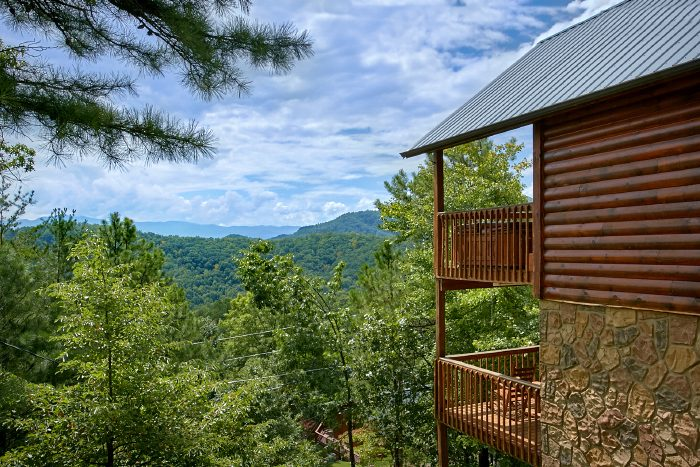 Luxury Cabin with Views of the Smoky mountains - Ain't No Mountain High Enough