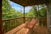 Honeymoon Cabin with Porch Swing