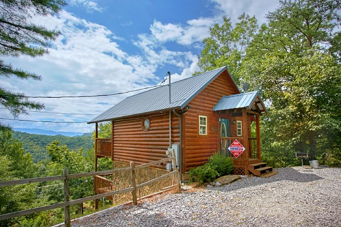 Honeymoon cabin in wears valley private cabin in wears for Cabin rental smokey mountains