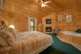 Pigeon Forge cabin with King Suite and Jacuzzi