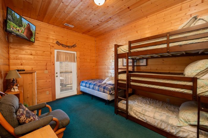 ... Spacious 7 Bedroom Cabin With Bunk Beds   Alexander The Great ...