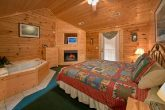 Large Cabin with 7 Bedrooms and Bathrooms