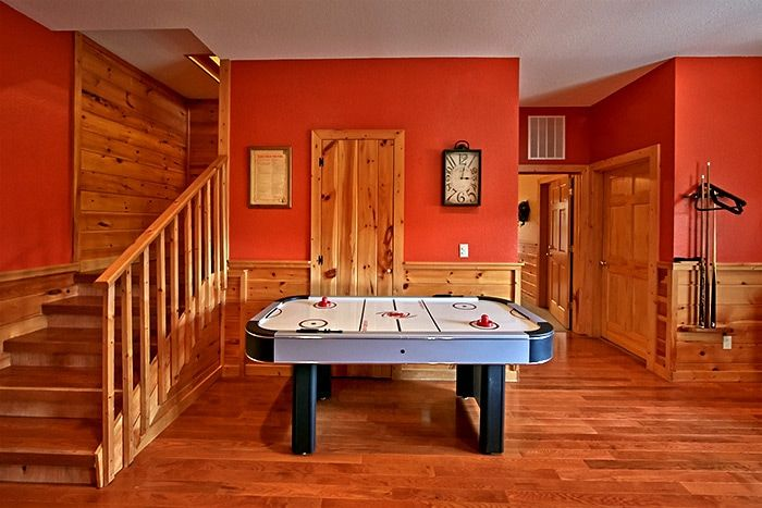 Cabin with Air Hockey Game - Almost Heaven