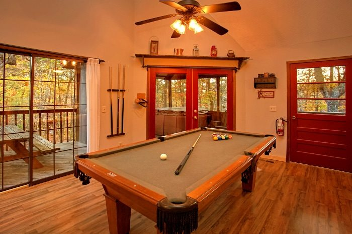 Rustic Cabin with Pool Table, Fireplace and Deck - Alpine Retreat