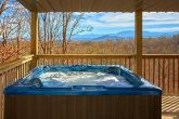 2 Bedroom Cabin with Cozy Outdoor Hot Tub