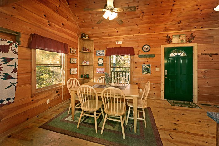 Cabin with Dining Room Table - Amazing View