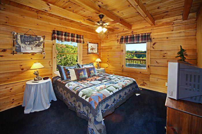 Queen Sized Bedroom - Amazing View