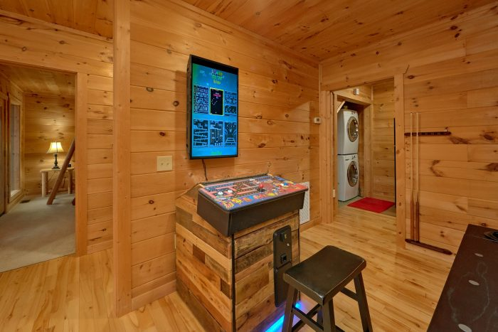 Cabin with 2 Arcades, Pool Table and Air Hockey - Amazing Views to Remember