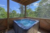 6 Bedroom Cabin with Hot Tub on Private Deck