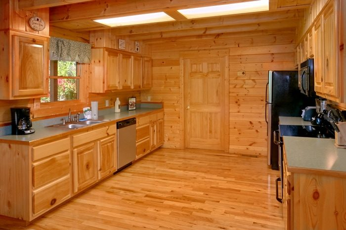 2 bedroom cabin. luxurious 2 bedroom cabin with large kitchen - american pie r
