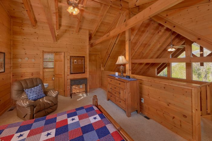 2 Bedroom Cabin with Covered Deck and View - American Pie