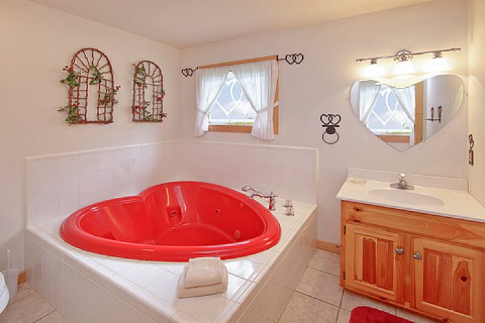 Heart Shaped Jacuzzi - Amore Mountain Retreat