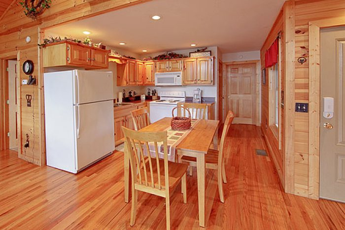 Fully Equipped Kitchen with Dining Table - Amore Mountain Retreat