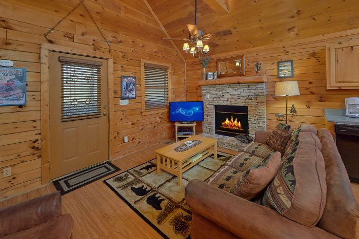 Cabin with Hot Tub in Screened In Porch - Angel's Ridge