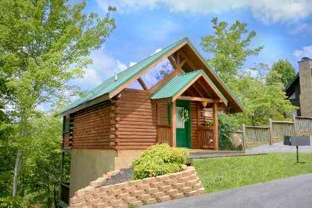 Crimson Moon: 1 Bedroom Sevierville Cabin Rental