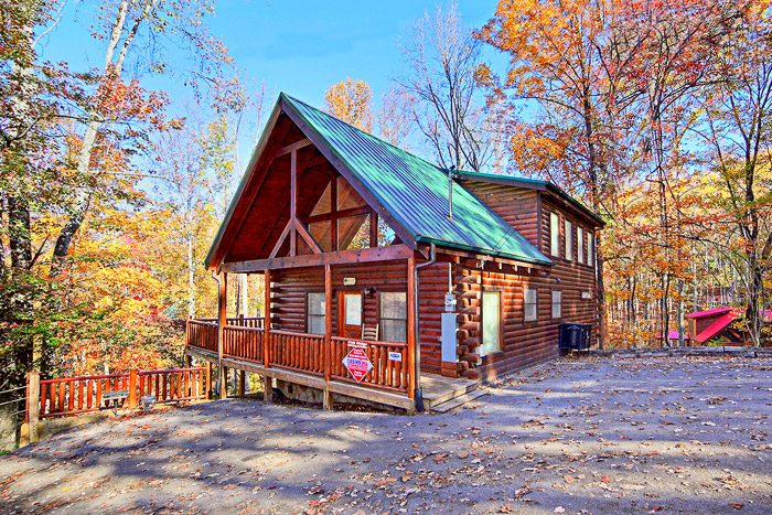 Sky harbor 2 bedroom cabin near pigeon forge for 1 bedroom pet friendly cabins in gatlinburg tn