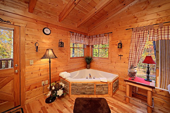Jacuzzi Tub with Jets in Master Suite - Antler Ridge