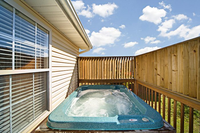 Vacation Home with Hot Tub - Applewood