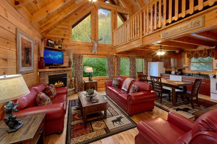 Pigeon Forge Cabin with Spacious Living Room - April's Diamond