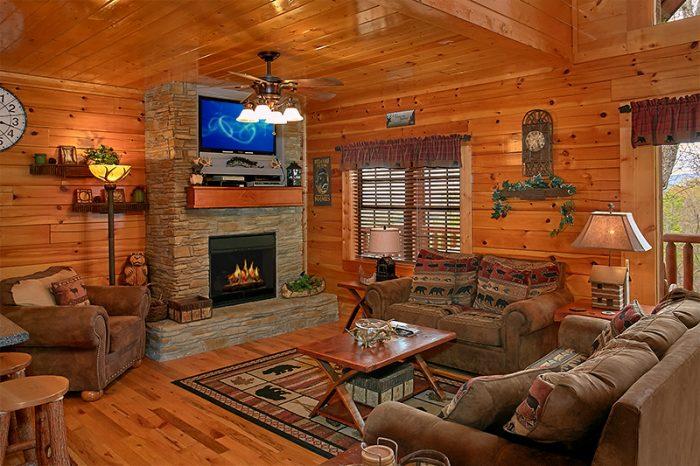 Beautiful Cabin with Spacious Living Room - Arizona East