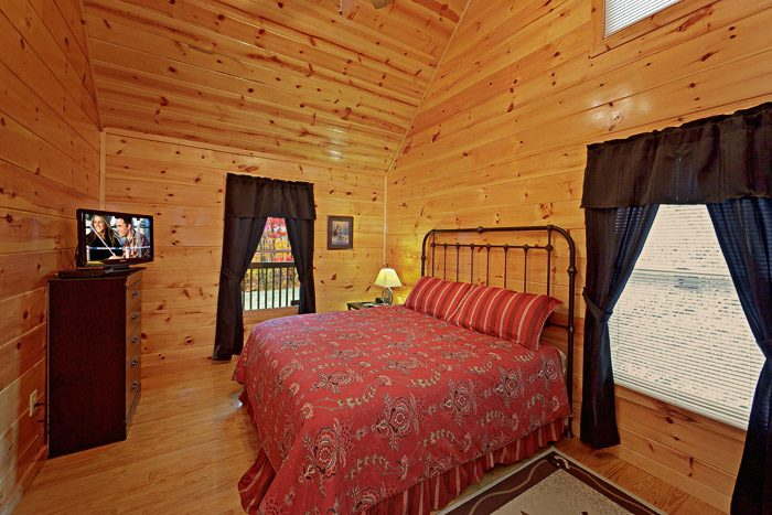 King Size Bedroom - At Trails End