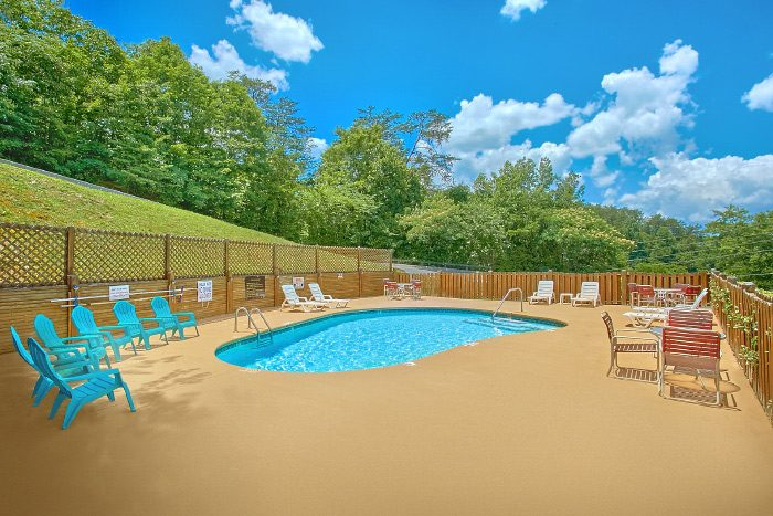 2 Bedroom Cabin with Resort Pool - At Trails End