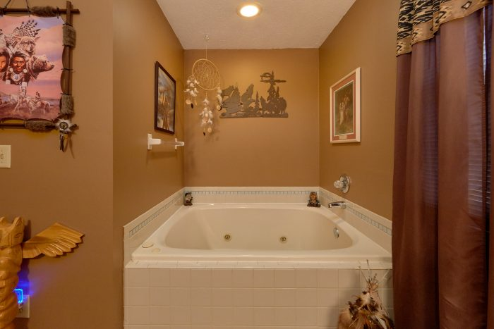 King Bedroom with Large Jacuzzi in Pigeon Forge - Autumn Breeze