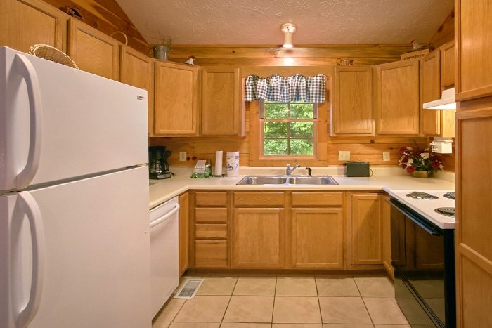 Rustic 2 Bedroom Cabin with Full Kitchen - B & D Hideaway
