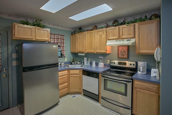 1 bedroom honeymoon Cabin with Kitchen - Bare Bottom Cabin