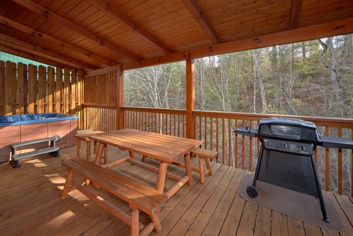 4 Bedroom Cabin with a Private Eat-In Deck - Bear Creek Lodge