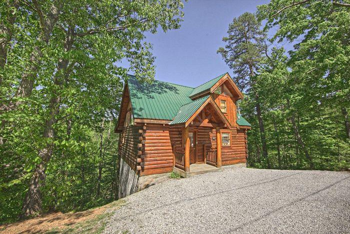 Bear Crossing Cabin Rental Photo