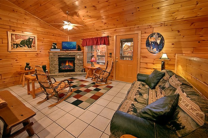 2 Bedroom Cabin with Fully Furnished Living Room - Bear Footin