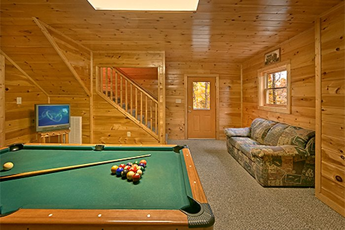 Pigeon Forge 2 Bedroom Cabin with Game Room - Bear Footin