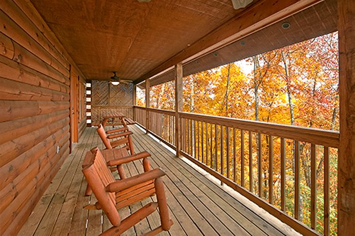 Smoky Mountain Cabin in Pigeon Forge - Bear Footin
