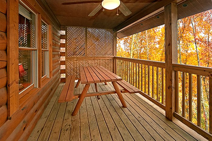 Cabin in Pin Oak Resort Right off the Parkway - Bear Footin