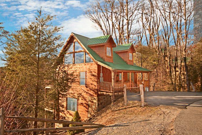 Private gatlinburg 2br cabin rental for Cabin rentals smokey mountains