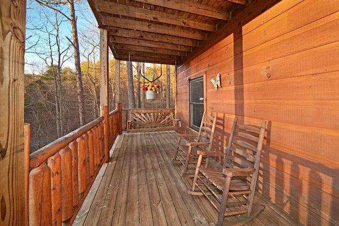 Gatlinburg Cabin with Relaxing Deck - Bear Footin In The Smokies