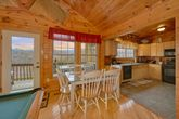Luxurious 1 Bedroom Cabin with a Dining Table