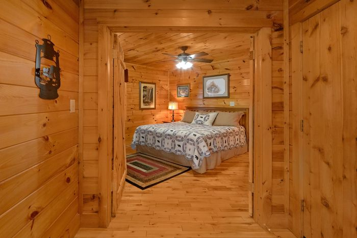 1 Bedroom Smoky Mountain Cabin in Pigeon Forge - Bear Hugs