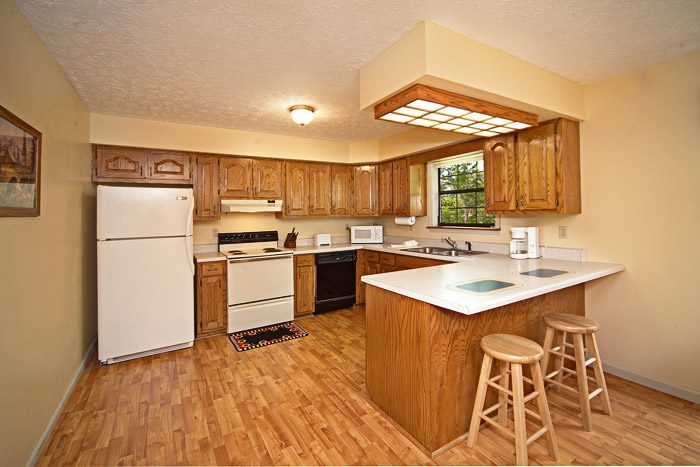 Fully Equipped Kitchen with Bar Stool Seating - Bear Kisses