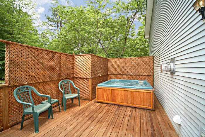 Gatlinburg Chalet with Private Outdoor Hot Tub - Bear Kisses