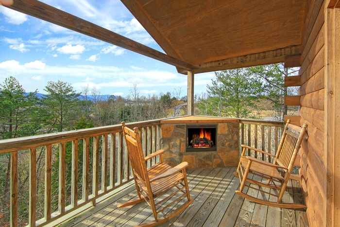 Pigeon Forge Honeymoon Cabin With Outdoor Fireplace