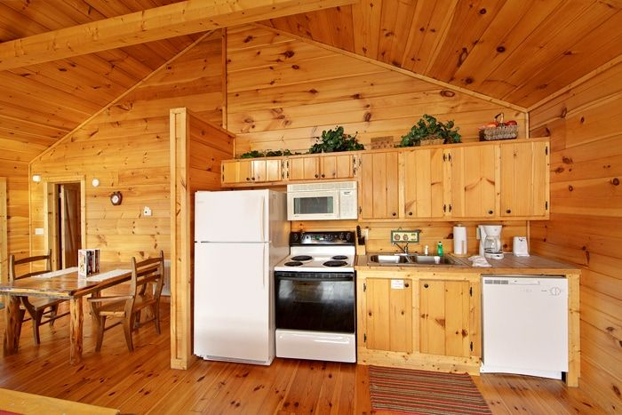 1 Level Cabin with a Fully Furnished Kitchen - Bear Tracks
