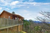 1 Bedroom Cabin Near Dollywood with Scenic Views