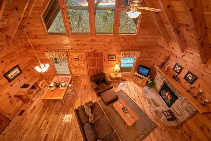 1 Bedroom Honeymoon Cabin with Stone Fireplace - Bearadise