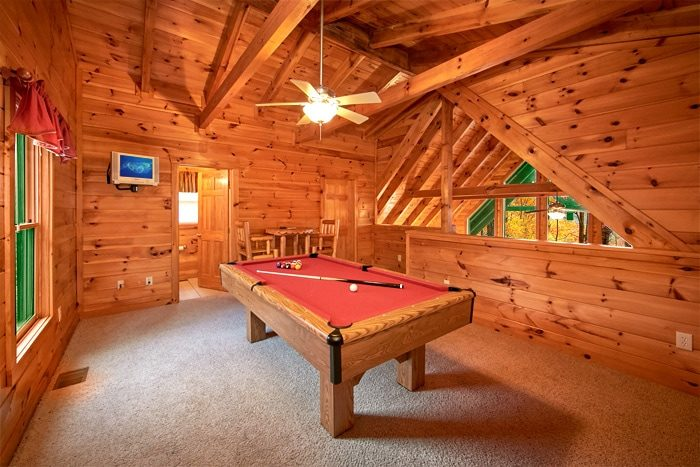 Honeymoon Cabin Furnished with a Pool Table - Bearadise