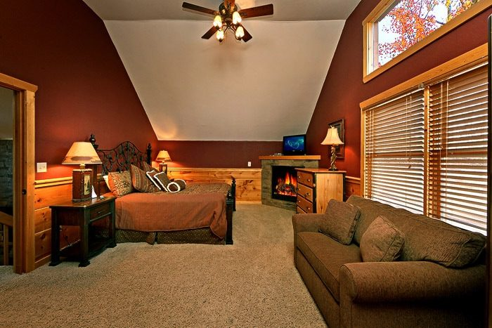 Master Suite on Top Floor - Bear-E-Nice