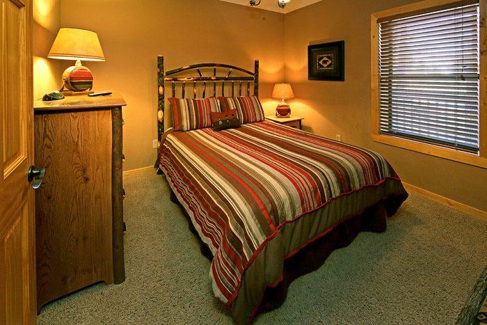 Queen Bedroom in Cabin - Bear-E-Nice