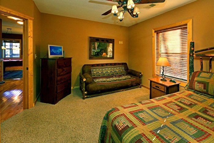 Queen Bedroom with EZ Bed - Bear-E-Nice