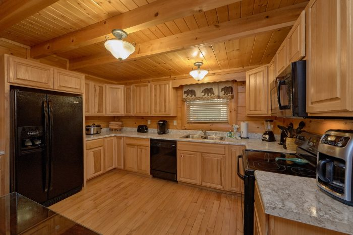 4 Bedroom Cabin with Fully Equipped Kitchen - Bearly Rustic